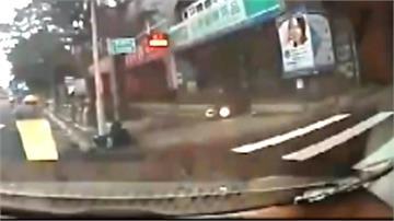 前車打燈要轉彎 騎士飆速直撞乘客傷