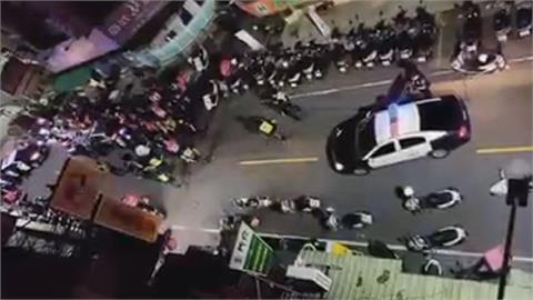 粉紅大軍圍雞排店! 等太久抗議變包圍 警方到調解言和