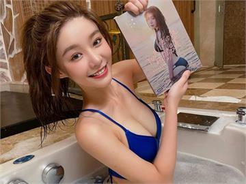 啦啦隊女神泡澡水清澈「露出這」引遐想 跪坐浴缸上演濕身秀!