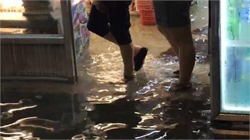 北港晚間滂沱大雨!50戶店家被淹