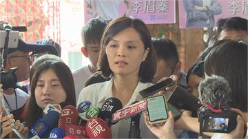 快新聞/李眉蓁談論文爭議語塞 支持者急喊「凍蒜」截斷採訪