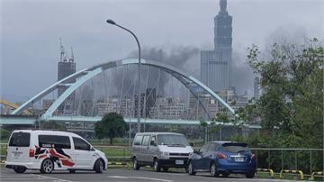 伴隨爆炸聲!信義區32機車起火 大安區凌晨機車火警 警掌握2名可疑男子