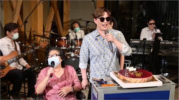 蕭煌奇歡度45歲生日 直播3小時熱唱〈你是我的眼〉等經典曲目 歌迷直呼賺到了