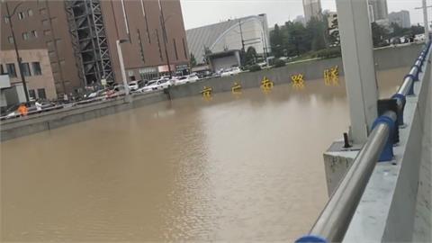 當局聲稱僅33死? 中國鄭州地下隧道數百輛車泡水 死傷難以估計