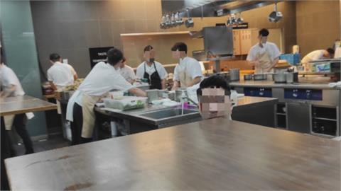 米其林2星餐廳掉漆 江振誠RAW遭爆廚師沒戴罩