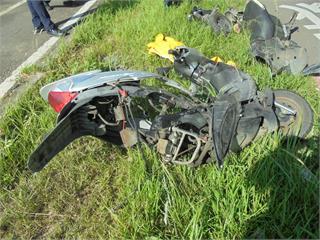 快新聞/桃園母女雙載遭小客車撞飛 母身亡10歲女童重傷搶救中
