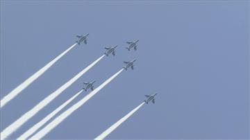 致敬醫護 日本「藍色衝擊」表演飛越東京