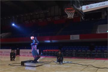 日本開發投籃機器人 罰球線命中率100%