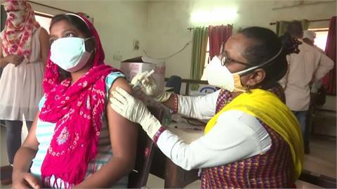 印度搶救疫情 開放所有成年人免費打疫苗