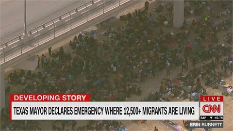 邊境湧逾萬無證移民 德利奧市進入緊急狀態