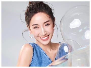 40歲隋棠高衩洋裝「洞洞花瓣」上到下 透視小心機:窗前最美風景