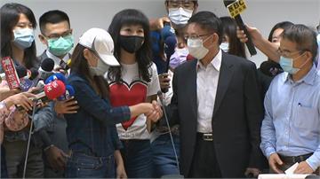 快新聞/與「被離職」員工握手和解! 康軒官網將刊道歉聲明7天「李萬吉不出面致歉」