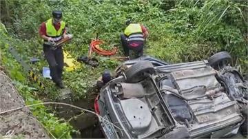 南庄小轎車翻落5米深山溝祖孫4人受困車內 阿公送醫搶救不治