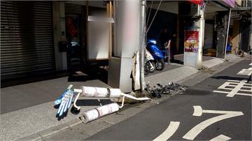 賓士轉彎失控撞公車站牌 遭撞店家看傻眼