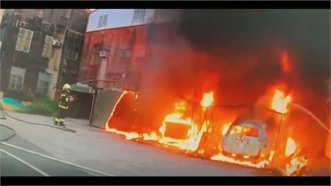 台南民宅旁火燒車3人逃生 「轎車油箱打開」疑人為縱火