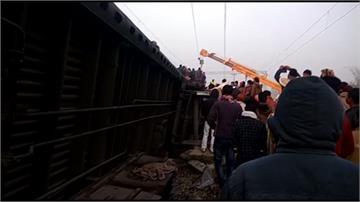鐵軌斷裂!印度一列快車側翻釀7死29傷
