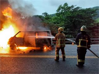 快新聞/蘇花公路115K火燒車 釀車流嚴重回堵