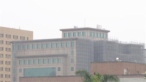 中國霾害南下吹抵台灣  高雄「橘色」等級 校園升旗幟提醒