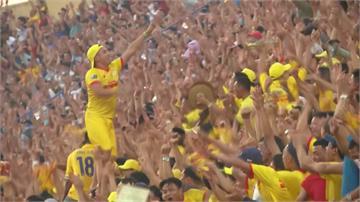 三萬球迷擠爆體育館 越南甲級足球聯賽重新開踢