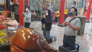 廟裡拜拜沒戴口罩勸不聽 屏東衛生局開罰3千