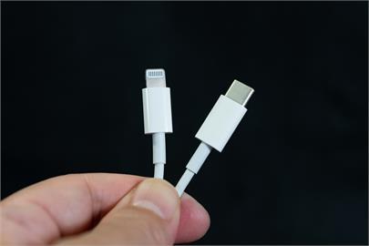蘋果頭痛了!歐盟宣布統一「充電接頭」為Type-C:減少電子垃圾