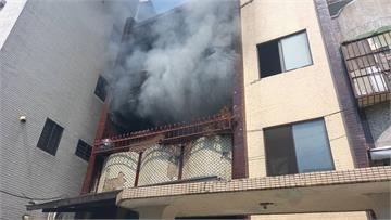 快新聞/濃煙狂竄! 台南安平古堡附近公寓失火 住戶及時逃出