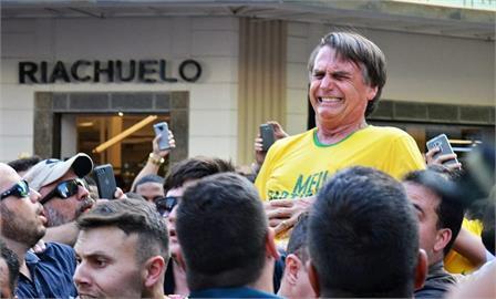 稱有抗體不打疫苗 巴西總統看足球賽進不了場