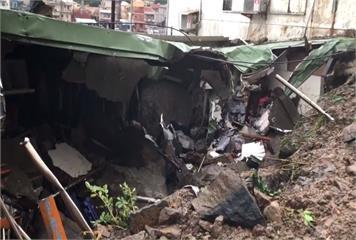 瑞芳鼻頭角邊坡落石 砸毀2民宅波及2車