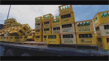 貨車行經國3疑繩索斷裂上萬個空啤酒瓶被甩飛