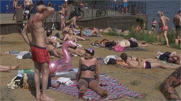 俄羅斯熱浪來襲 各地海灘湧人潮避酷暑