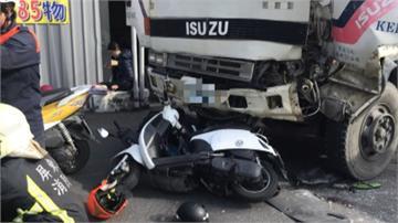 煞車失靈?水泥車撞2貨車 再撞4機車6人傷
