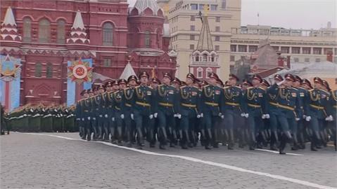 俄羅斯大閱兵 秀軍事肌肉意味別惹我