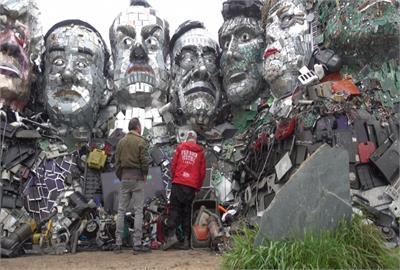 G7峰會另類亮點 「垃圾塑像山」迎各國領袖