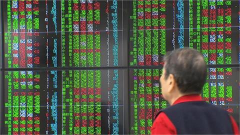 台股開低走低 大跌344.31點