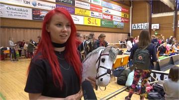 防疫期間來點趣味的!芬蘭假馬障礙賽還重「造型DIY」