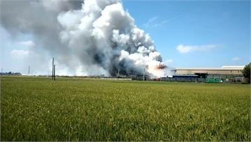快新聞/濃煙火舌不斷竄出! 彰化埔鹽工廠大火 1人墜落傷、1人燒燙傷