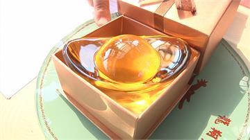 彰化鹿港玻璃媽祖廟祈福連擲出15個聖筊 水晶元寶帶回家