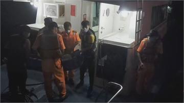 綠島航站員「熱痙攣致腎衰竭」  海巡「摸黑扛擔架上岸」急送醫