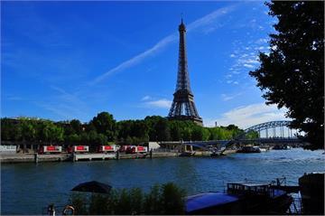 快新聞/巴黎鐵塔傳炸彈威脅 警方收到匿名電話「塔內放置一枚炸彈」