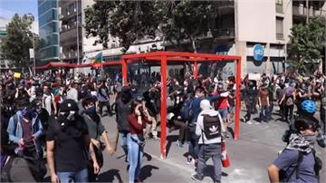 內閣改組難平民怨!智利反政府示威10天20死