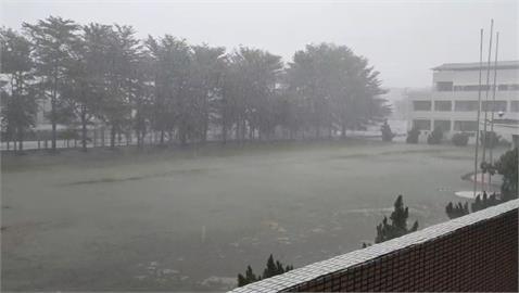 快新聞/颱風沒來卻風強雨驟! 台東縣6鄉宣布停班課