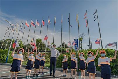 快新聞/新竹漁港升6國旗感謝盟友贈疫苗 林智堅邀拍照打卡再來輕旅行
