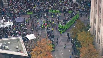 西雅圖海灣人隊奪冠大遊行!數千人上街慶祝