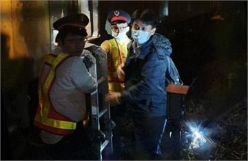 快新聞/台鐵「新竹往竹北」疑撞到異物 緊急協助約200名旅客轉乘