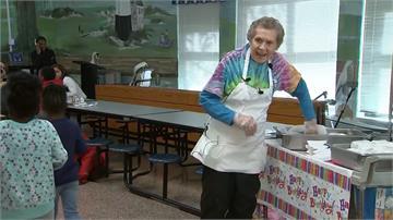 已工作64年!美95歲嬤熱愛工作不退休