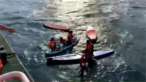 玩立槳突遇怪風 7名遊客划不回岸越漂越遠