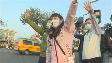 快新聞/民代站路口拜票力挺黃捷 籲投下不同意票「讓高雄回歸民主城市」