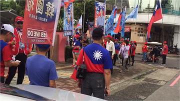 行政不中立?韓國瑜支持者竟揮著國旗進區公所