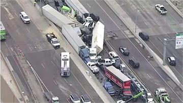 疑冷路面結冰  德州130車連環追撞6死