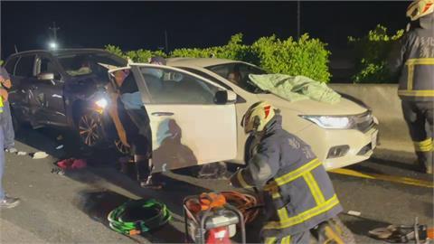 國道爆胎釀3車連環撞  4友同車2人慘死!